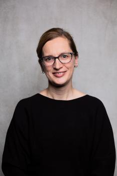 Frau Mandy Hilgert